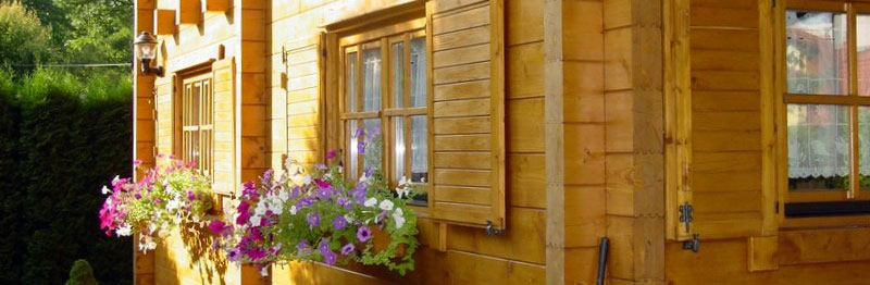 Solid timber homes, laminated log homes, glue laminated beams, solid timber homes, wooden homes, cottages, holiday homes, sheds, sleeoputs